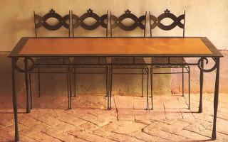 Tavolo in ferro battuto e legno
