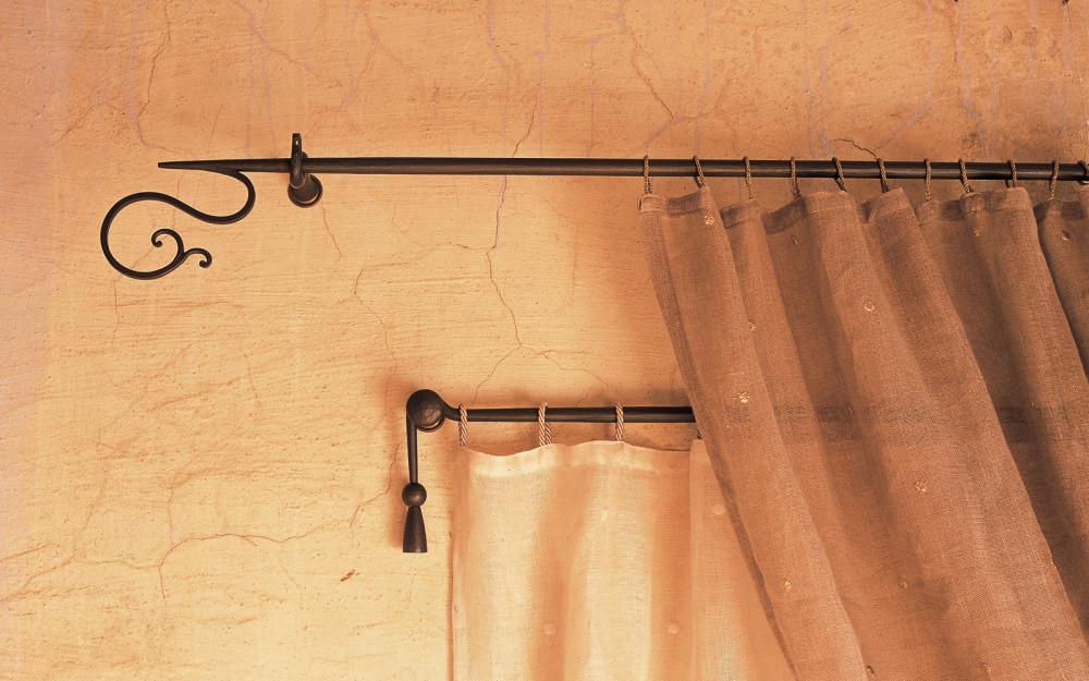 Bastoni per tende artigianali letti in ferro battuto - Supporti per bastoni tende ...