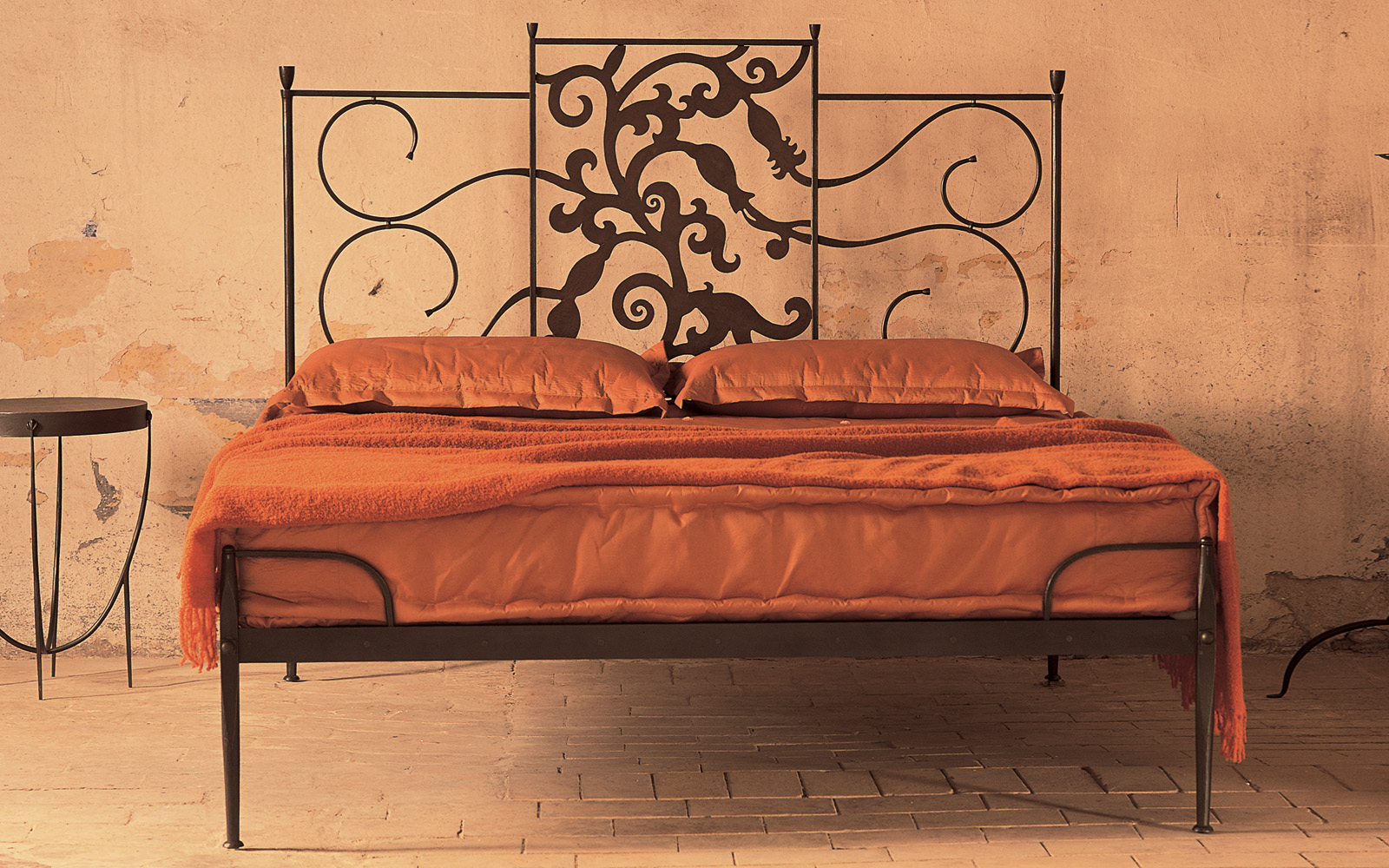 Letto matrimoniale con testata originale letti in ferro battuto caporali il ferro soffiato - Testata letto ferro battuto ...