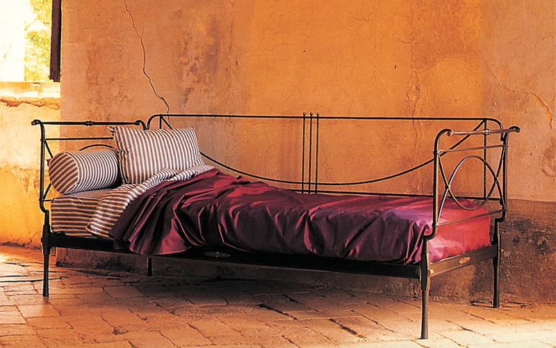 Divano ferro artigianale letti in ferro battuto caporali il ferro soffiato produzione letti - Divano letto singolo in ferro battuto ...