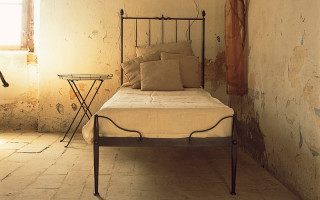 Single iron bed