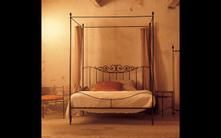 Ziro iron bed canopy